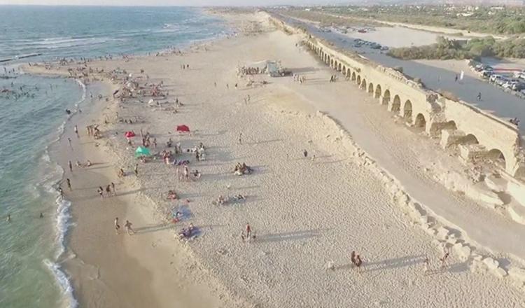 "Пляж ""Акведук"" (""Aqueduct Beach"")"