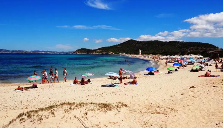 "Пляж ""Кавалет"" (""Cavallet Beach"")"