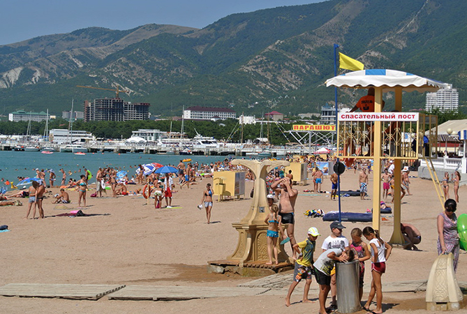 Центральный городской песчаный пляж Геленджика