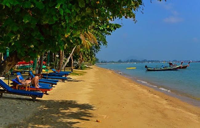 Чалонг (Chalong Beach)