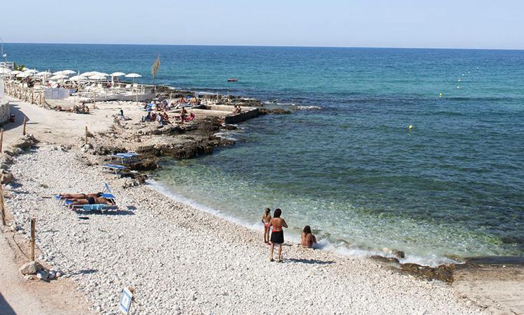 Пляж Мола Ди Бари (Mola Di Bari Beach)