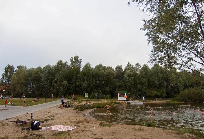 Побережье озера в Парке Победы