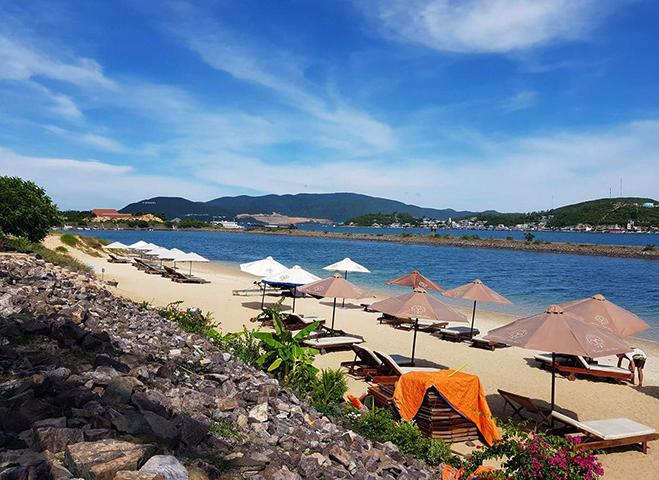 "Пляж ""Парагон"" (""Paragon Beach"")"