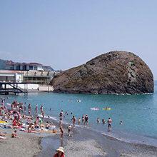 Популярные пляжи Партенита — лучшие места для отдыха и загара
