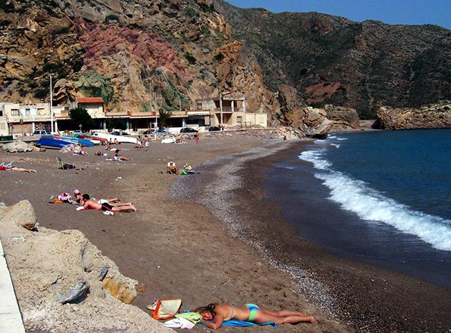 """Пляж """"Эль-Портус"""" (""""El Portús Beach"""")"""