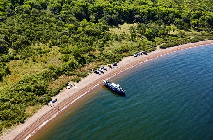 Пляж на острове Русский