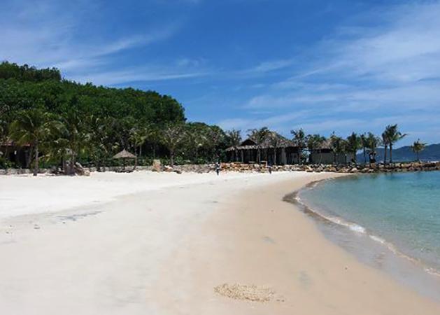 "Пляж ""Винперл"" (""Vinpearl Beach"")"