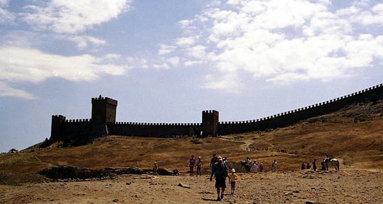 Пляж за крепостью