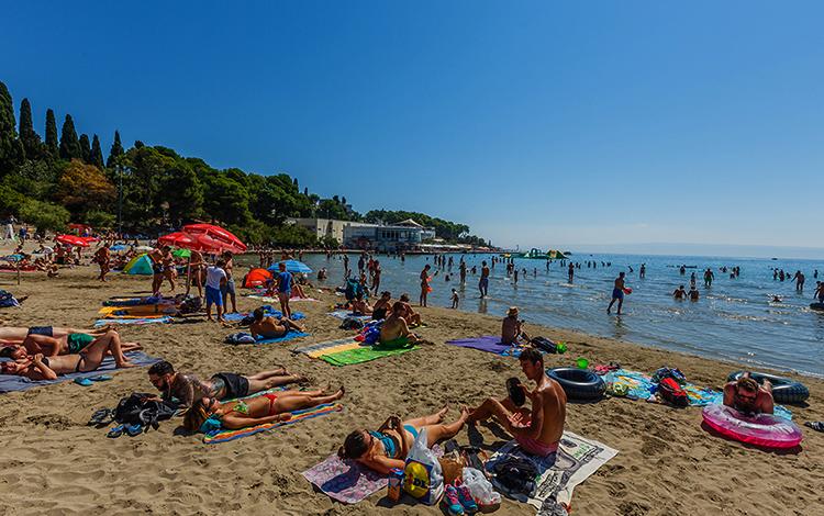 "Пляж ""Бачвице"" (""Bacvice Beach"")"