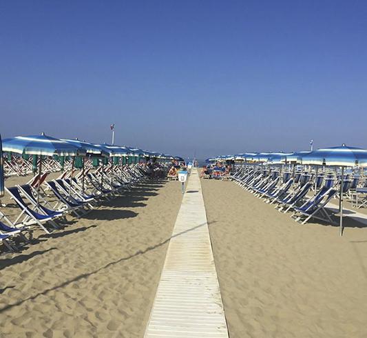 "Пляж ""Багно Данило"" (""Bagno Danilo Beach"")"