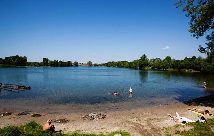 Пляж у Пелавского озера
