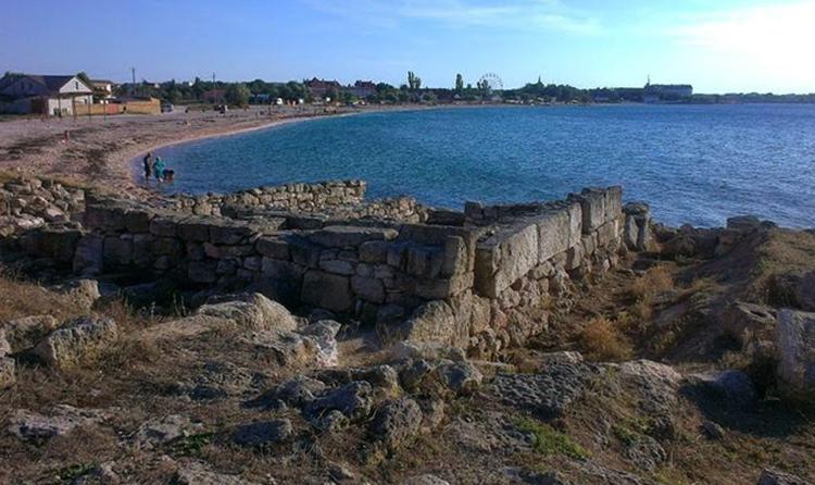 Пляж у городища Калос Лимен
