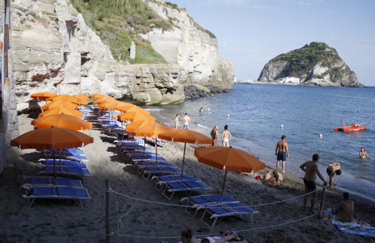 "Пляж ""Кава-Градо"" (""Cava Grado Beach"")"