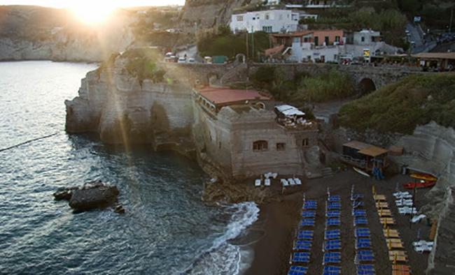 "Пляж ""Кава Руффано"" (""Cava Ruffano Beach"")"