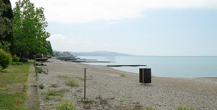 Пляж в поселке Гуандра