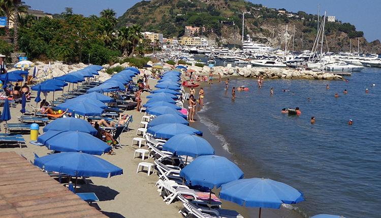 "Пляж ""Лакко-Амено"" (""Lacco Ameno Beach"")"