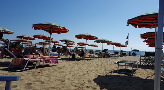 """Пляж """"Багно Маурисио"""" (""""Bagno Maurizio Beach"""")"""