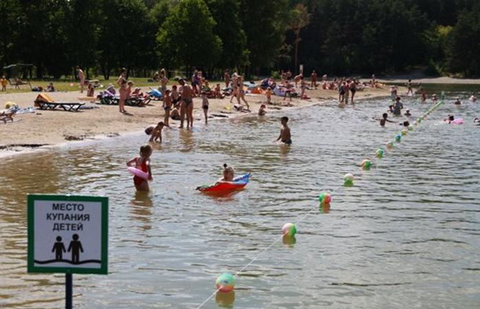 Пляж у озера Пионерское