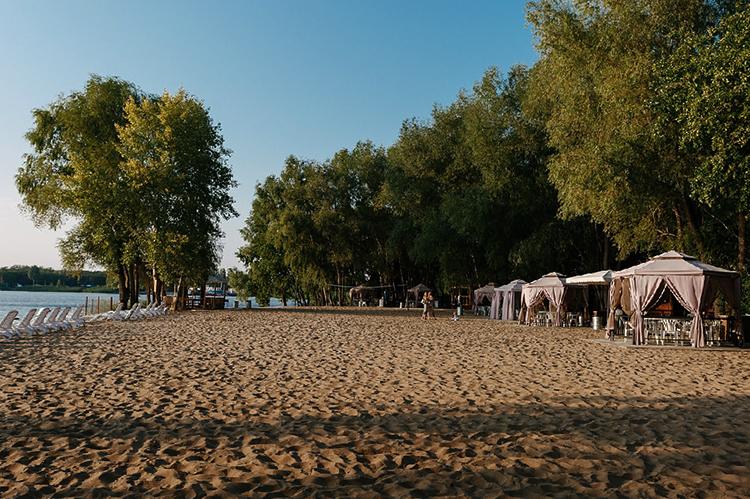 Пляж загородного клуба «Роджер»