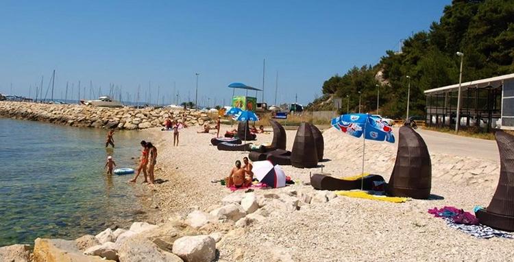 """Пляж """"Трстеник"""" (""""Trstenik Beach"""")"""