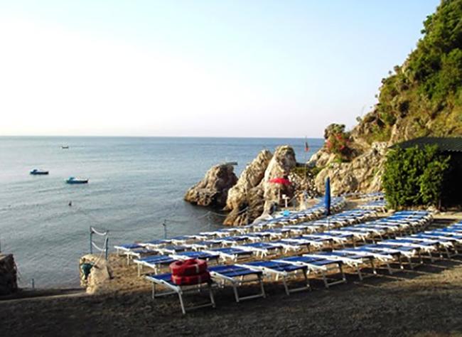 Марина-ди-Альбори (Spiaggia Marina d'Albori)