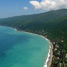 Лучшие пляжи Гагры — обзор и фото мест