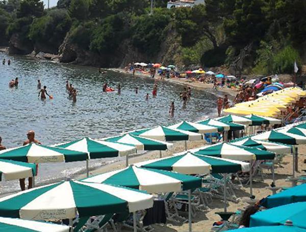 Пунта Ликоза (Spiaggia Punta Licosa)