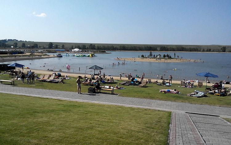 Пляж в поселкеЕмельяново(озероСемирадское)