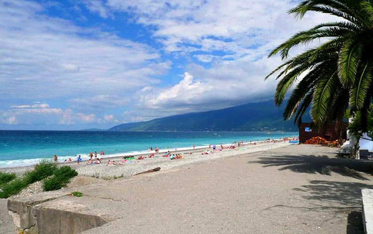 Пляж старой Гагра