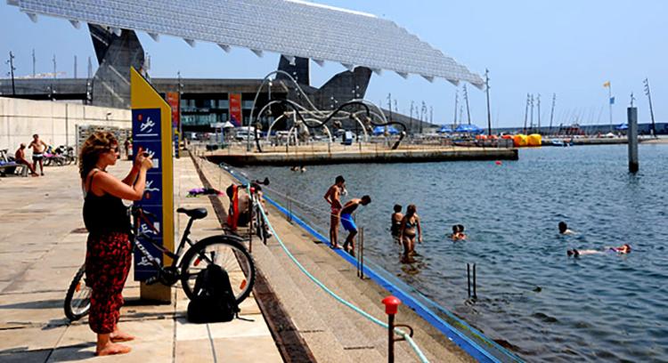 Пляж в парке Forum (Platja del Forum)