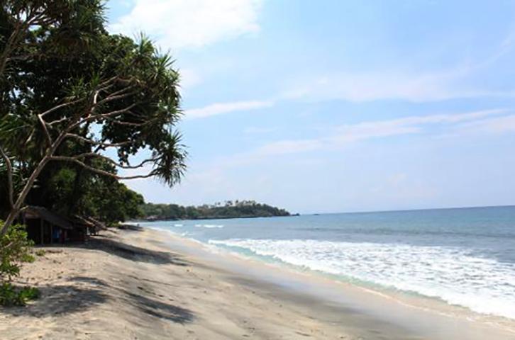 Мангсит (Mangsit Beach)