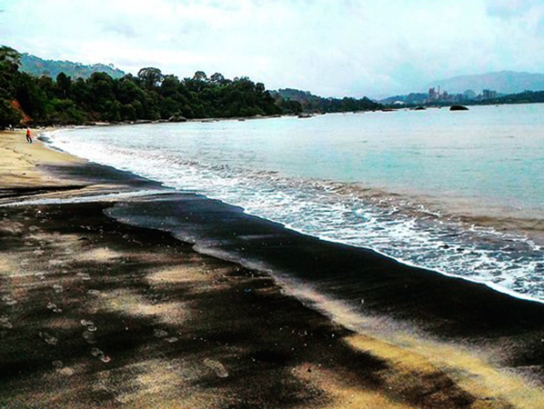 Черный пляж (Pantai Pasir Hitam)