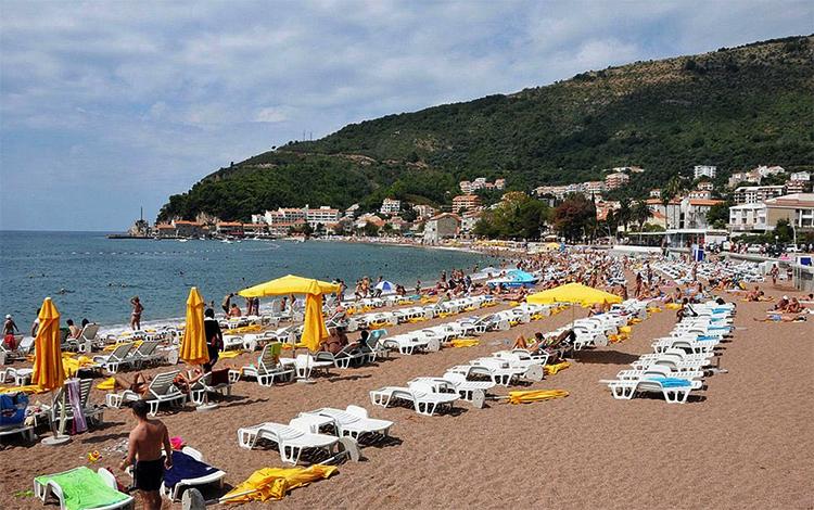 Городской пляж (Plaza Petrovac Beach)