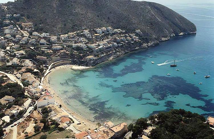 Портет (Playa de Portet)