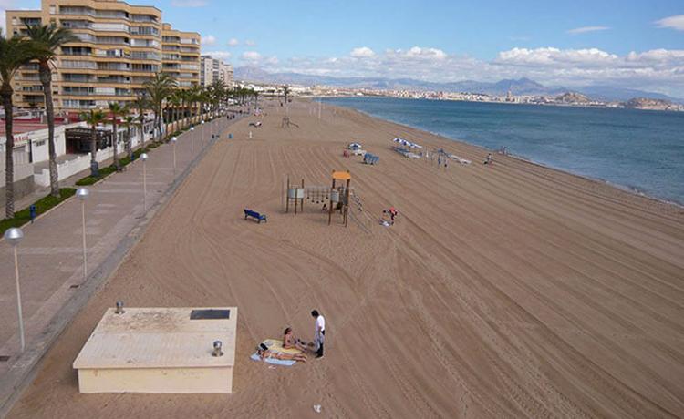 Лос Саладарес (Playa de los Saladares)