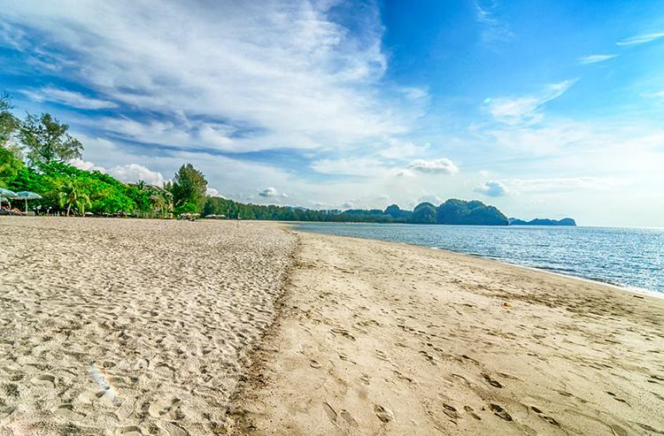 ТанджунгРу(Pantai Tanjung Rhu)