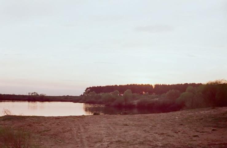 Берег озера Велье вАлеканово