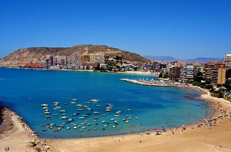 Альмадраба (Playa de la Almadraba)