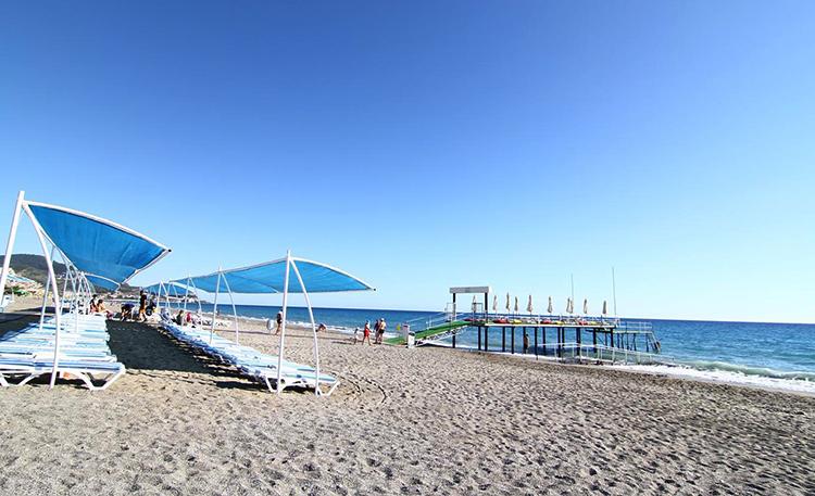 Пляж Азура (Azura Beach)