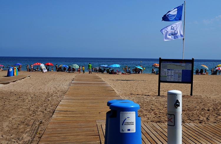 Лес Боветес (Playa Les Bovetes)