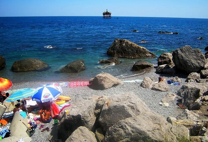 Дикий пляж на границе с Симеизом