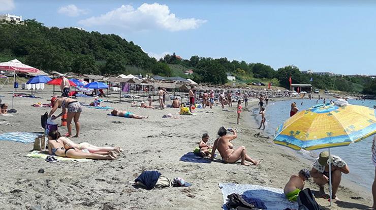 Центральный пляж района Сарафово
