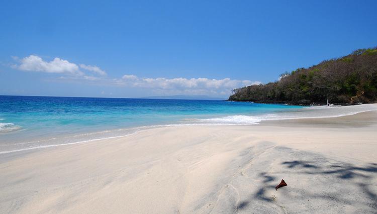 Вайт сенд бич (White sand beach)