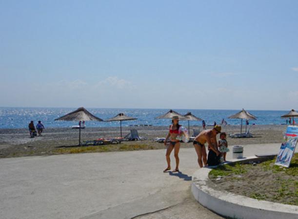 Пляж на мысе Пицунда