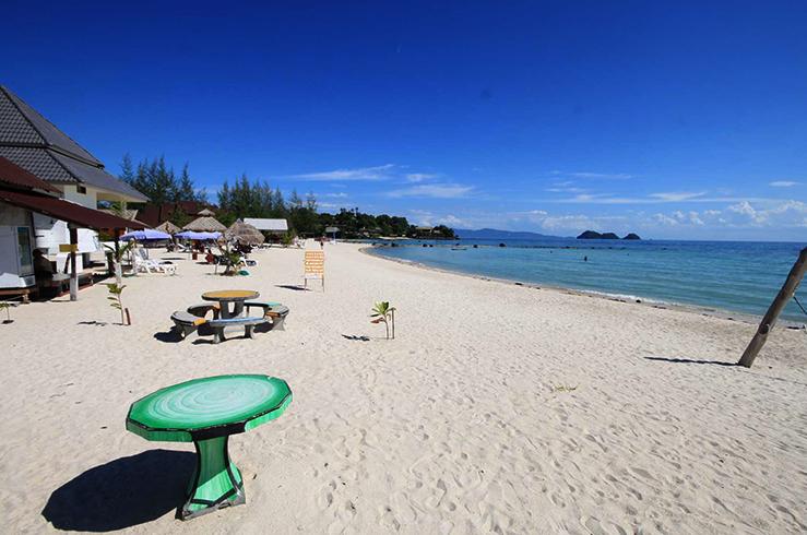 Пляж Шритану (Sri Thanu Beach)