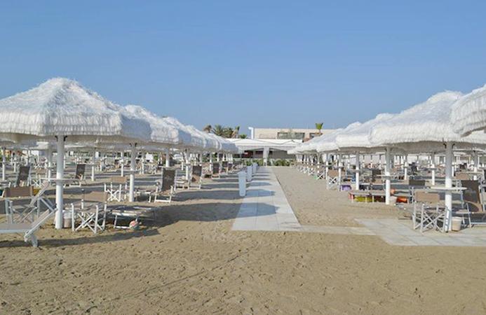 Частный пляж Иппо бич-клаб (Ippo Beach Club Playa Privada)