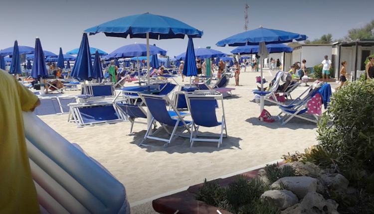 Официальный пляжный бар (Bar Spiaggia Ufficiali)